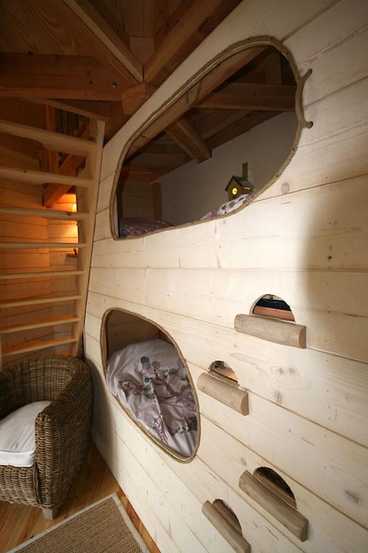 La cabane monpazier perch e dans les arbres - Lit superpose maison du monde ...