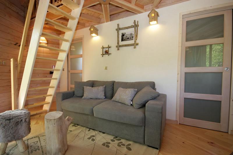 la cabane sarlat perch e dans les arbres. Black Bedroom Furniture Sets. Home Design Ideas
